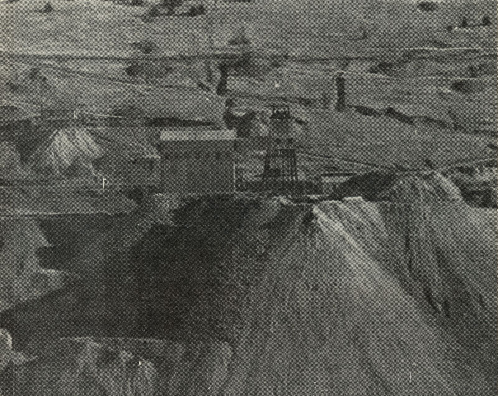 Not the best view of the El Paso Mine due to the not so good paper it was printed on, and also the use of a smaller image on a larger paper page, but it gives the impression on how the El Paso Mine must have looked around the late 1930's into possible the first or partly second year of the 1940's.